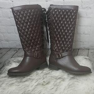 Shoe Dazzle Stormie -8.5 Wide Calf